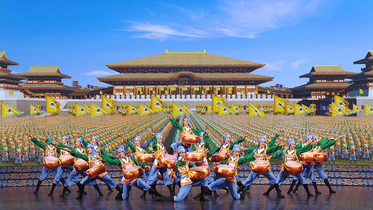 Shen yun dancers