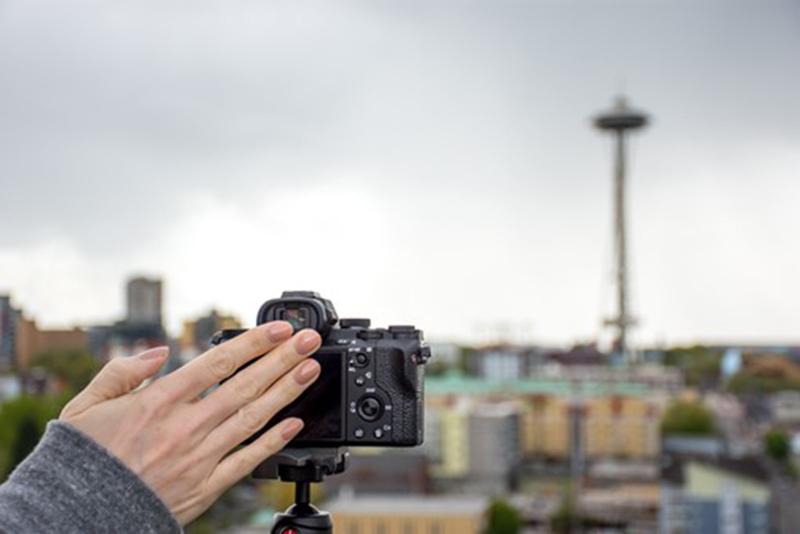 Com um simples aceno, a câmera faz o clique através do app Touchless Shutter.