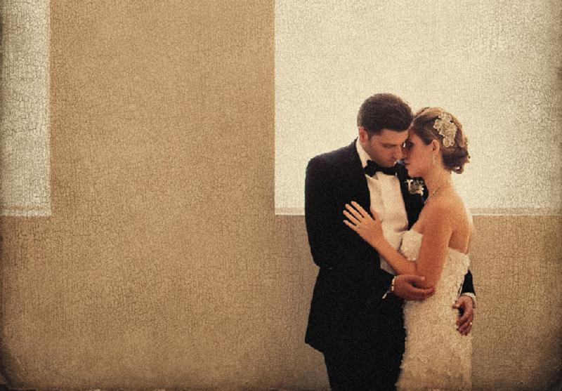 A pose perfeita: mãos relaxadas e dedos esticados com delicadeza, mostrando o momento de carinho do casal.   Foto: Roberto Valenzuela.