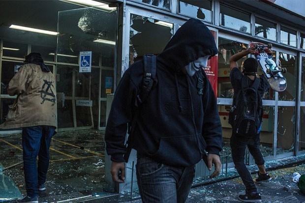 Black Blocs durante protesto no 7 de Setembro em 2013.   Foto: Mauricio Lima/The New York Times/POY Latam 2015