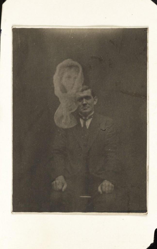 iPhotoChannel-as-bizarras-fotos-de-espiritos-do-comeo-dos-anos-1900-110-1434464891