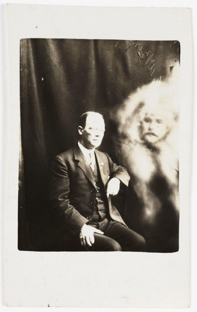 iPhotoChannel-as-bizarras-fotos-de-espiritos-do-comeo-dos-anos-1900-146-1434464889