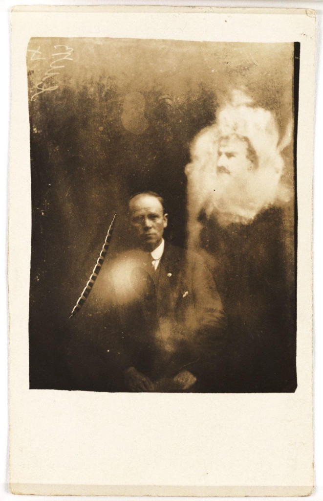 iPhotoChannel-as-bizarras-fotos-de-espiritos-do-comeo-dos-anos-1900-262-1434464896