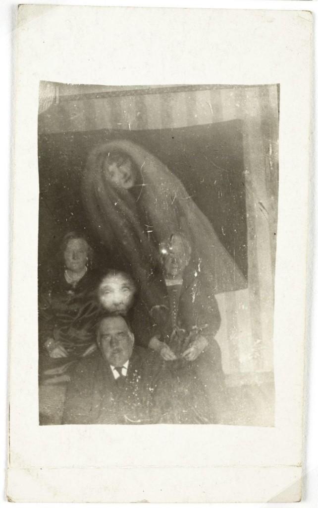 iPhotoChannel-as-bizarras-fotos-de-espiritos-do-comeo-dos-anos-1900-443-1434464892