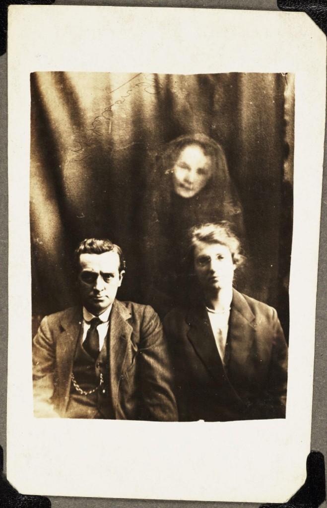 iPhotoChannel-as-bizarras-fotos-de-espiritos-do-comeo-dos-anos-1900-658-1434464898