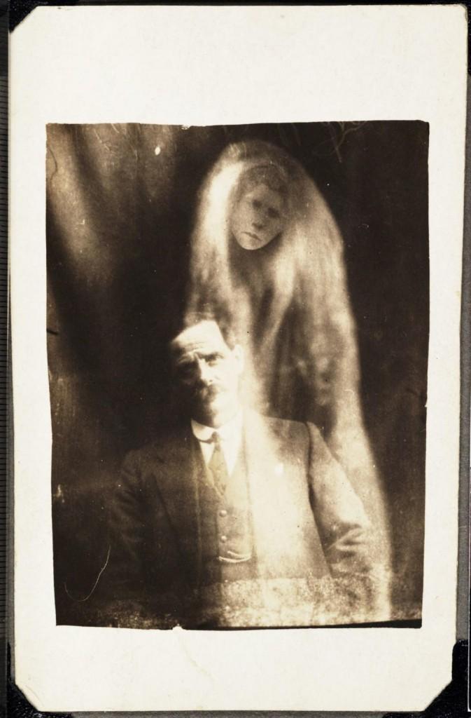 iPhotoChannel-as-bizarras-fotos-de-espiritos-do-comeo-dos-anos-1900-699-1434464885