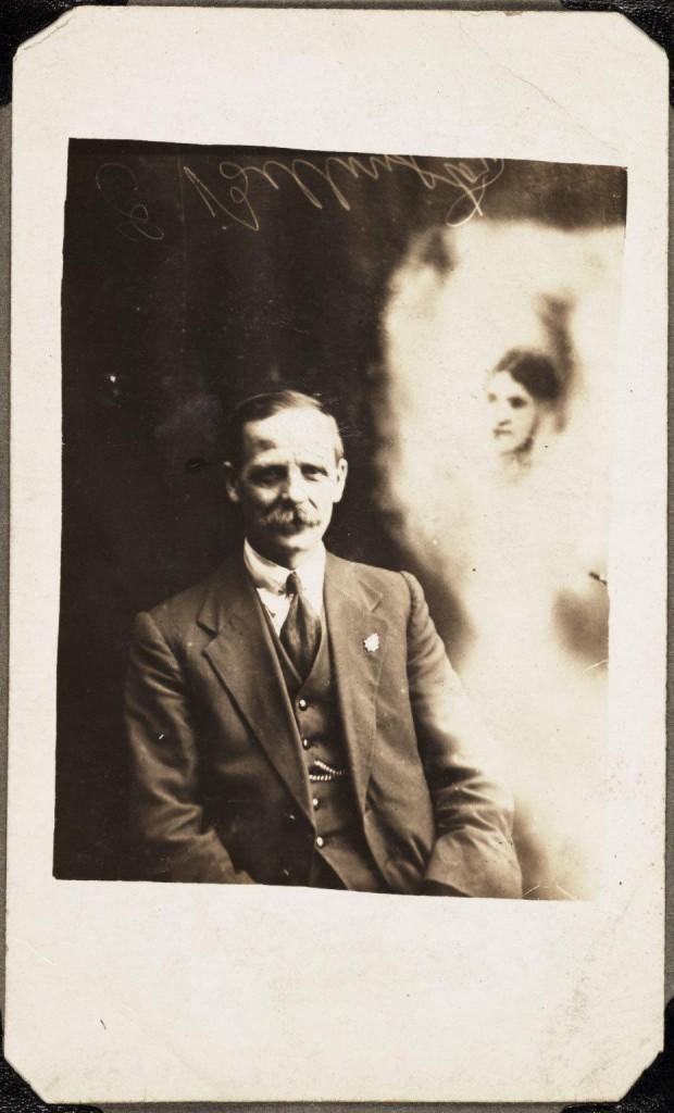 iPhotoChannel-as-bizarras-fotos-de-espiritos-do-comeo-dos-anos-1900-722-1434464888