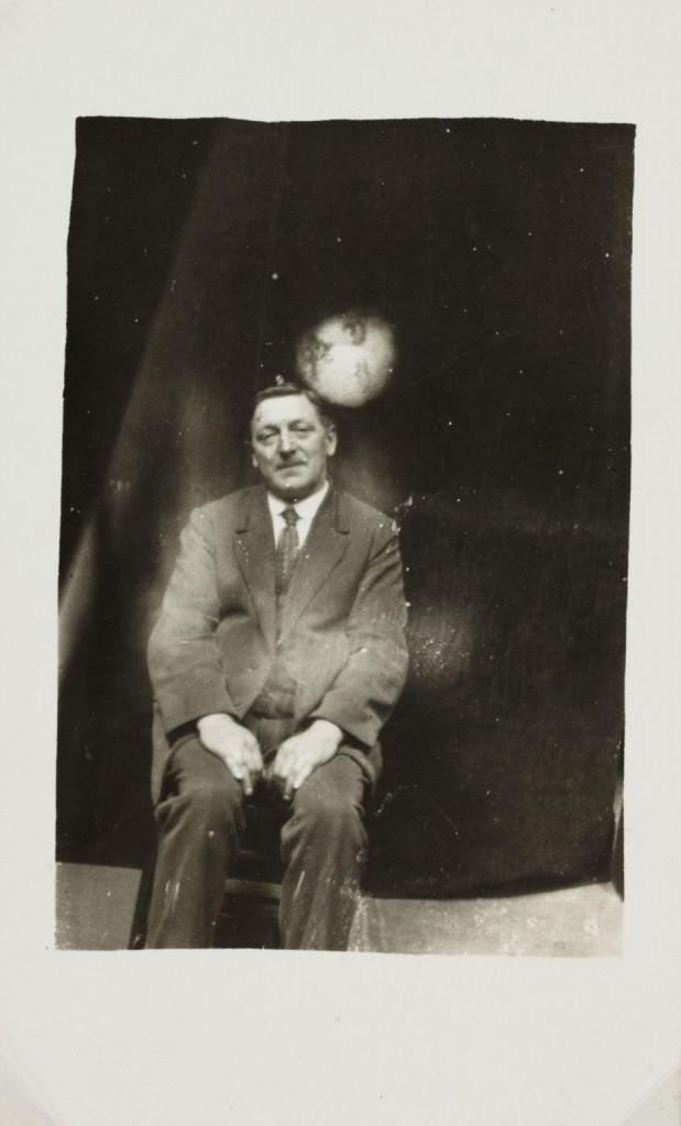 iPhotoChannel-as-bizarras-fotos-de-espiritos-do-comeo-dos-anos-1900-764-1434464898