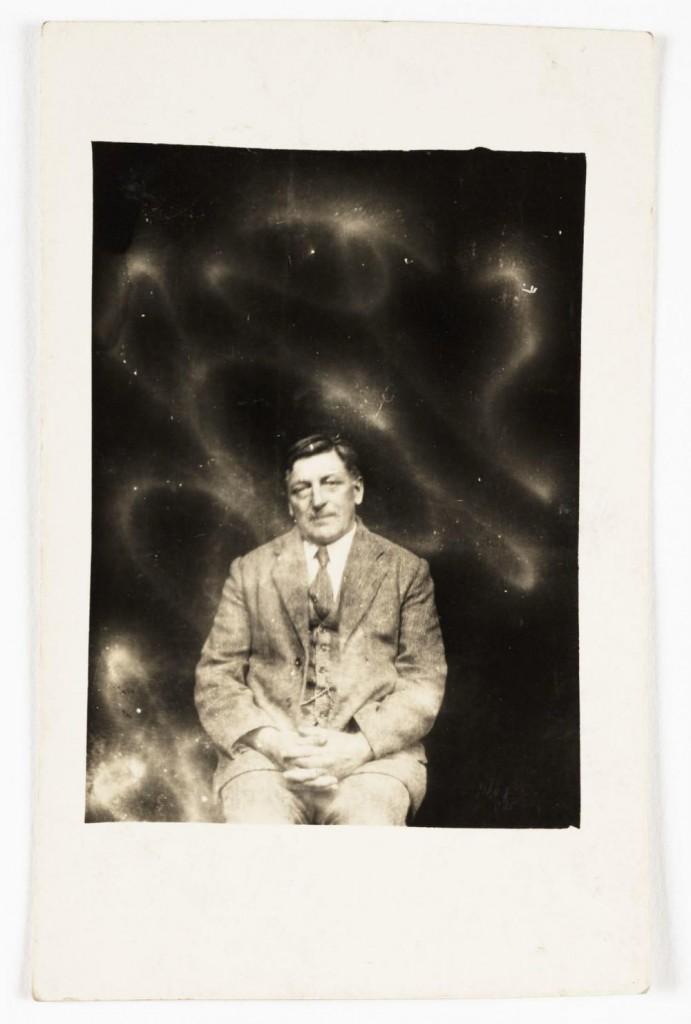 iPhotoChannel-as-bizarras-fotos-de-espiritos-do-comeo-dos-anos-1900-896-1434464897