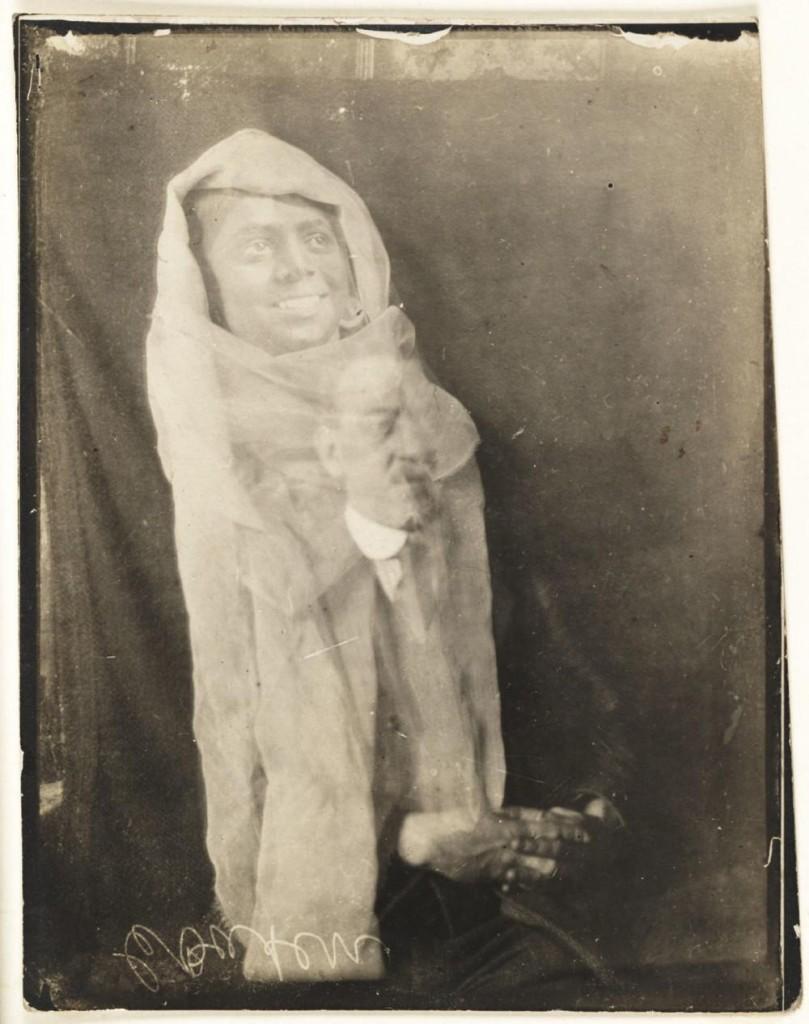 iPhotoChannel-as-bizarras-fotos-de-espiritos-do-comeo-dos-anos-1900-914-1434464893