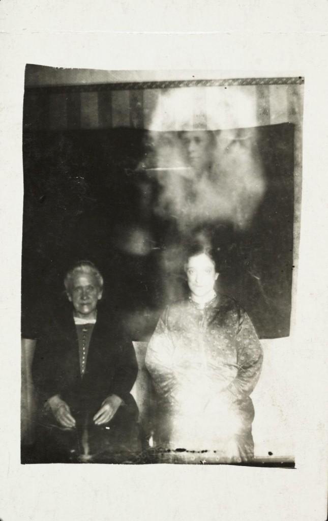 iPhotoChannel-as-bizarras-fotos-de-espiritos-do-comeo-dos-anos-1900-967-1434464889