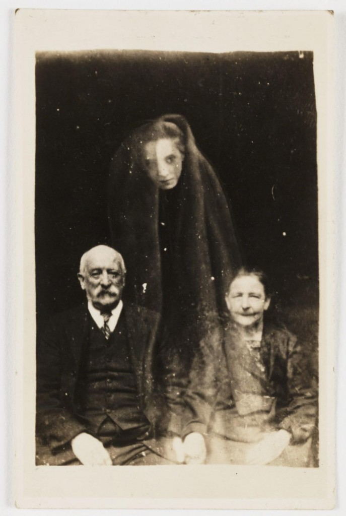 iPhotoChannel-check-out-these-fake-but-terrifying-ghost-photos-from-the-early-1900s-111-body-image-1433971025
