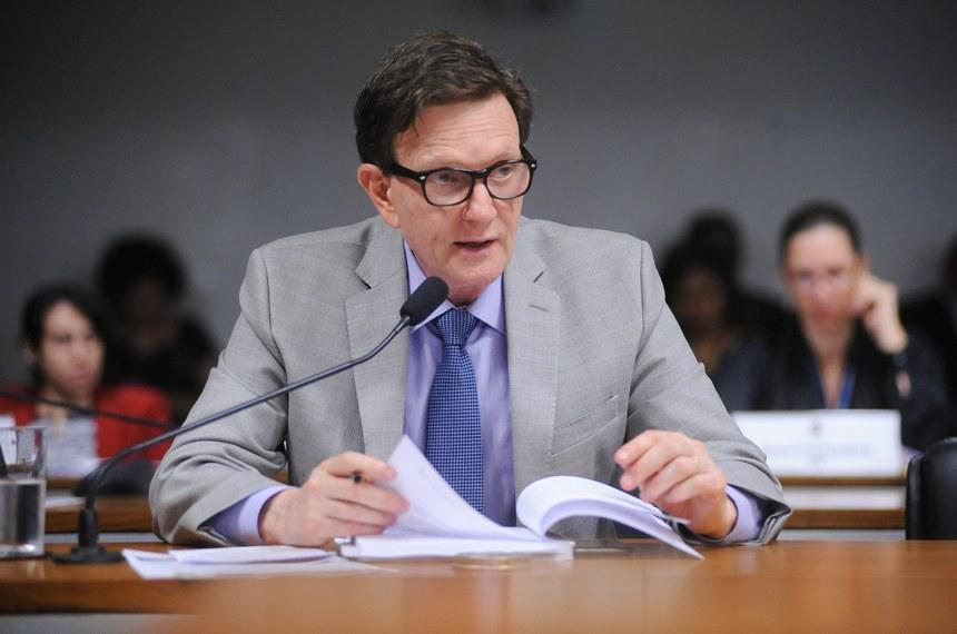 Marcelo Crivella foi relator do projeto de regulamentação da profissão de fotógrafo | Foto: Pedro França/Agência Senado