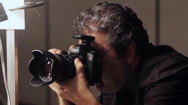 O fotografo Drausio Tuzzolo durante o clique