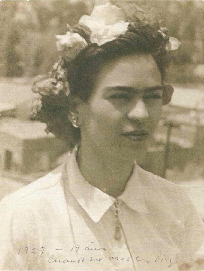 Frida Kahlo com 19 anos em 1927