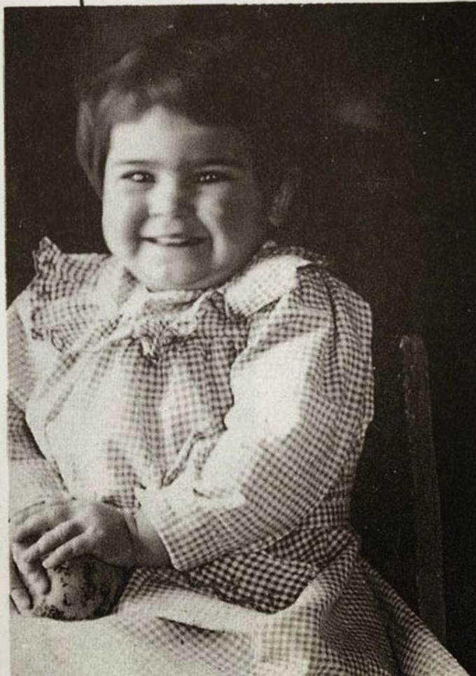 Frida Kahlo com 2 anos de idade em 1909
