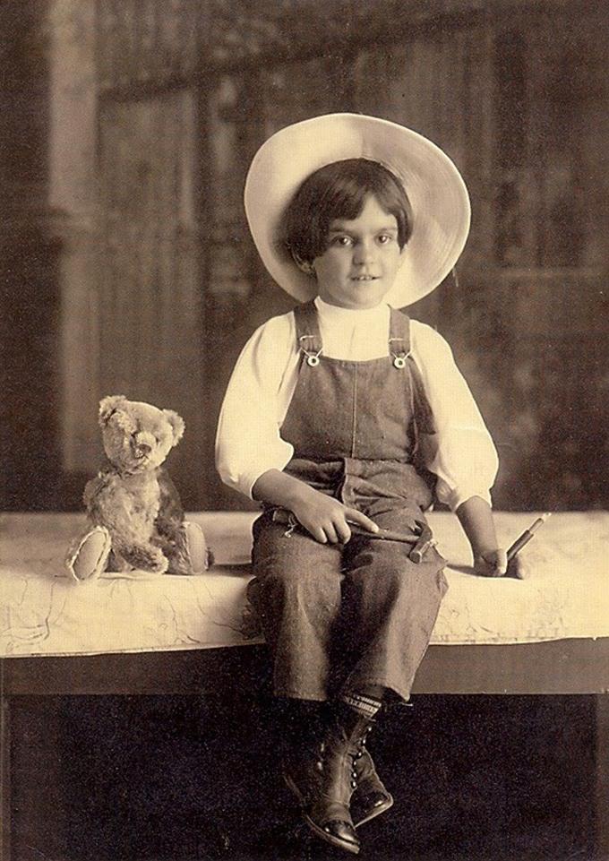 Frida Kahlo com 6 anos em 1913