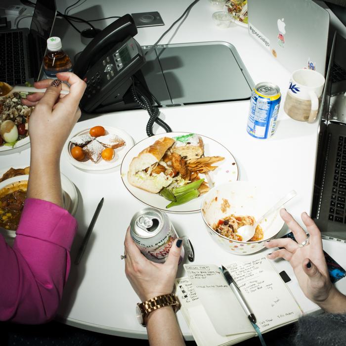 iphoto-fotografo-registra-pessoas-que-almocam-no-trabalho (2)