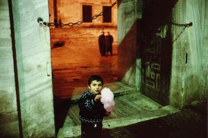 TURKEY. Istanbul. 2001. Outside of the Blue Mosque during Ramadan.