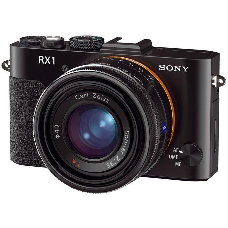 A câmera mirrorless full-frame com lente fixa Sony RX1