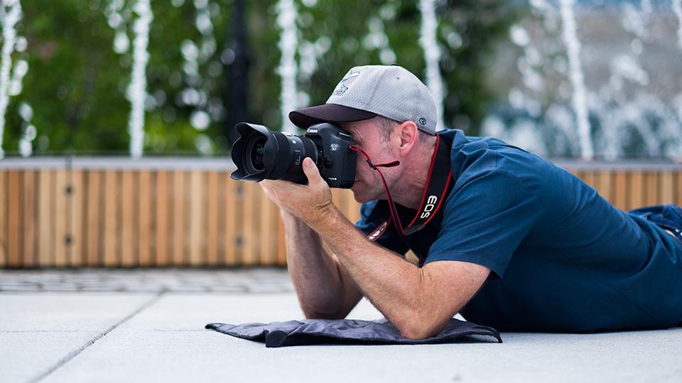 iphoto-como-segurar-direito-a-camera-fotografica-2