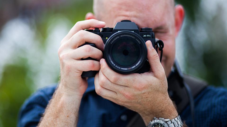 iphoto-como-segurar-direito-a-camera-fotografica-3