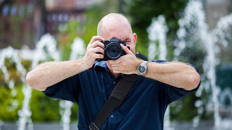 iphoto-como-segurar-direito-a-camera-fotografica-7