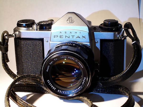 Câmera Pentax com uma lente radioativa Super Takumar 50mm f/1.4
