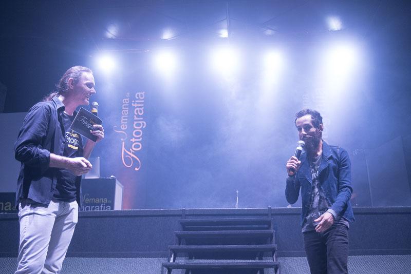 Altair Hoppe e Junior Luz no palco da Semana da Fotografia
