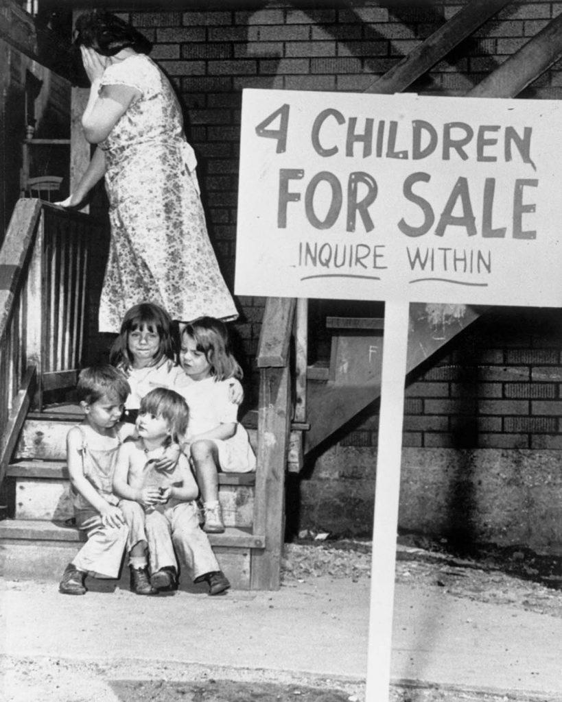 O atributo alt desta imagem está vazio. O nome do arquivo é four_children_for_sale_1948-819x1024.jpg