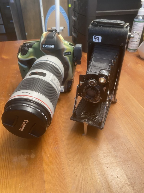 rolo de filme é descoberto dentro de câmera de 1920