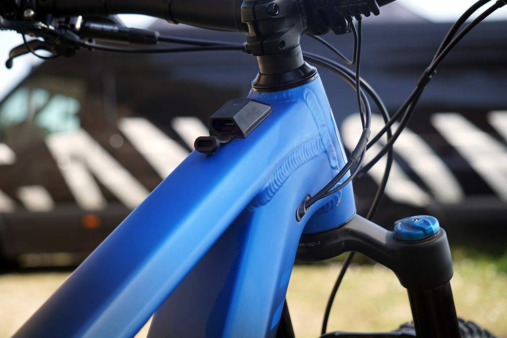 2019 Canyon Neuron ON electric assist e-mountain bike has a usb charging port to charge your smart phone