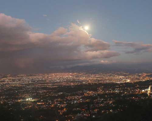 Full moon at Mirador Tiquicia