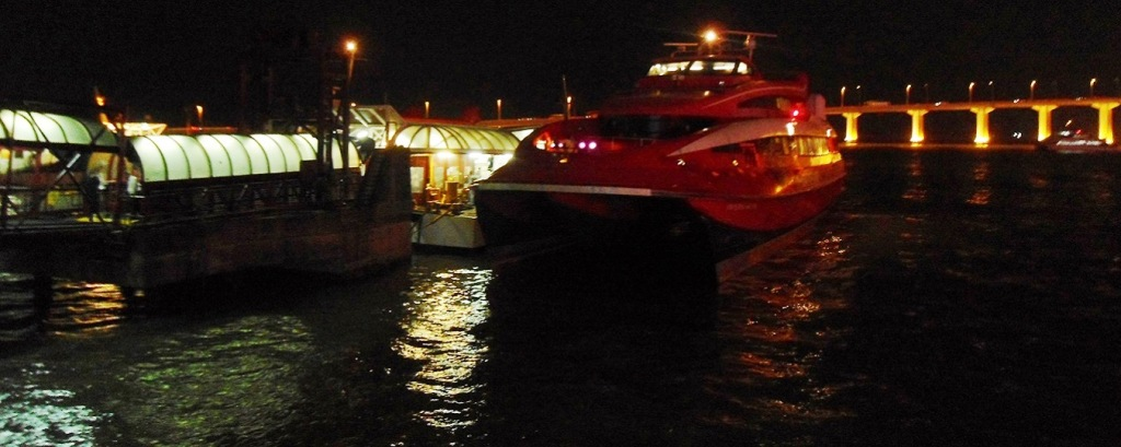 Foodies & Gamblers! Go Premium Class Hong Kong to Mmmm Mmm MACAU for Drinks 'n WiFi on TurboJet Ferry
