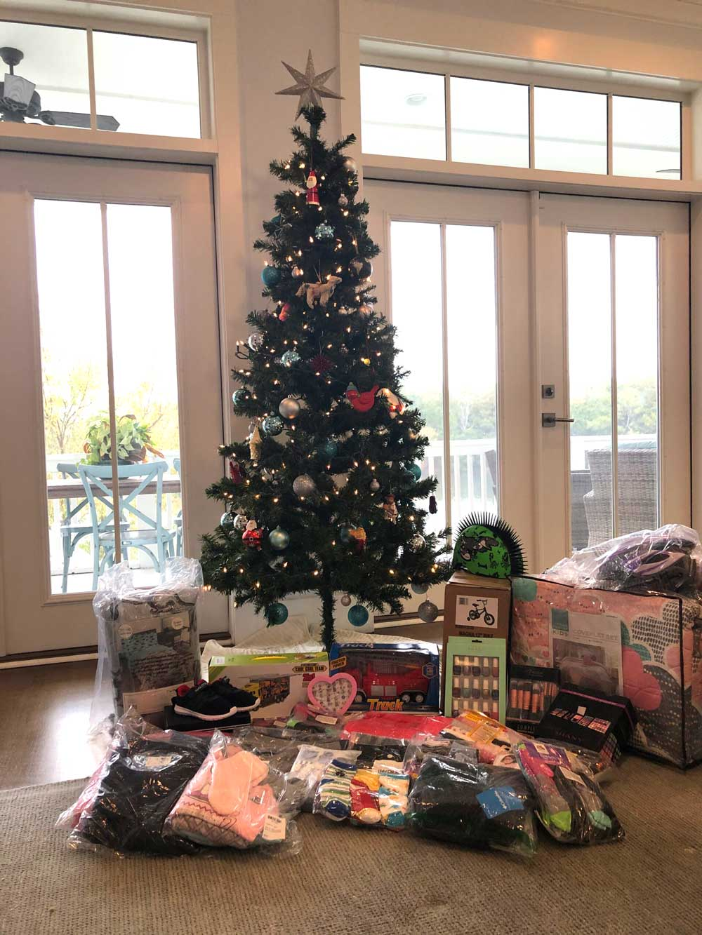 east cooper community outreach christmas tree family 160