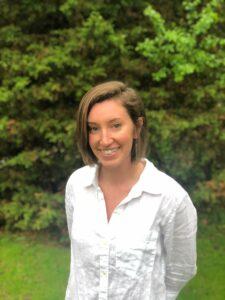 Headshot Corinne Hale