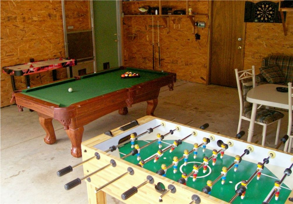 Heights lodge game room with pool tablw