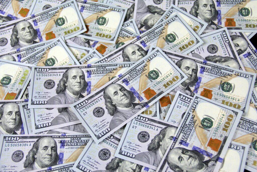 100 US Dollar bank notes