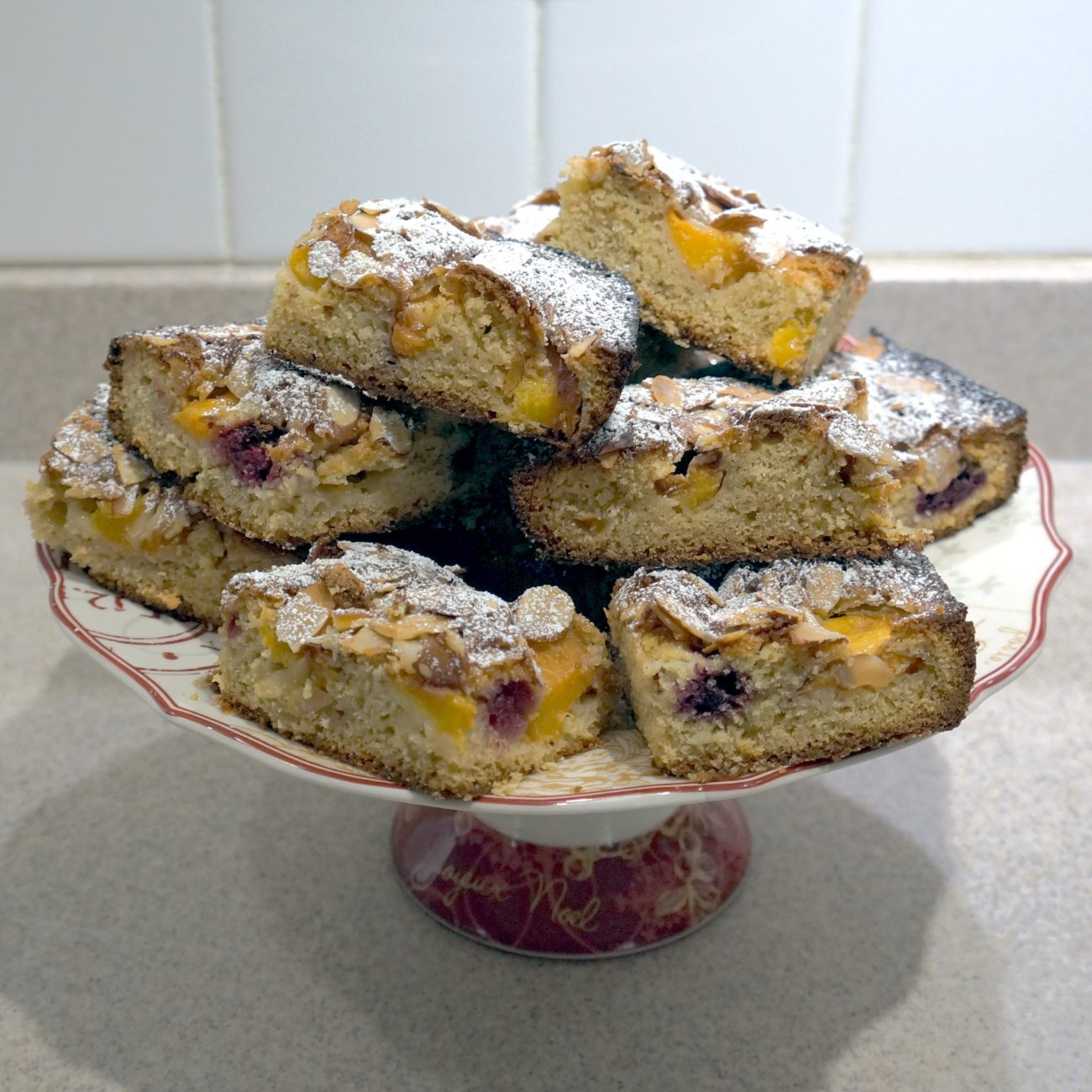 PEACH MELBA SQUARES WITH BLACKBERRY