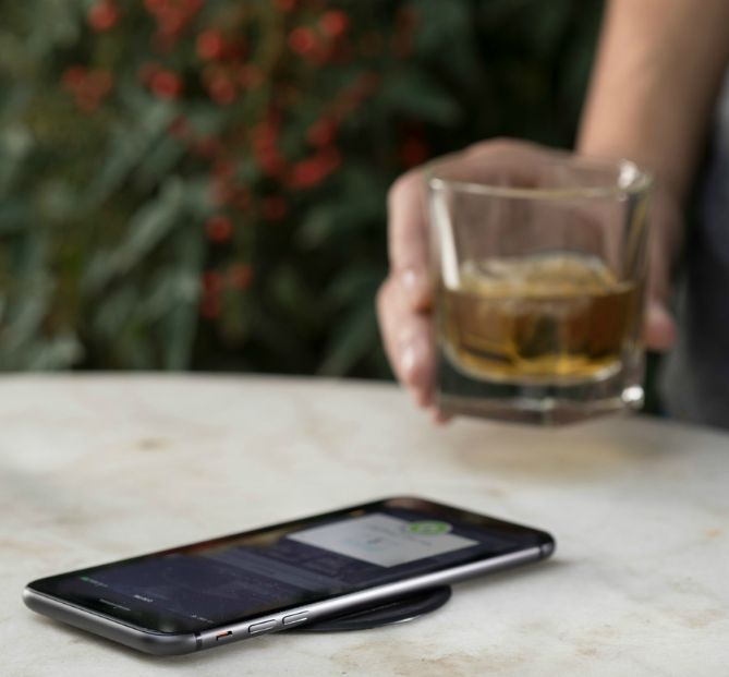 iPhone带无线充电