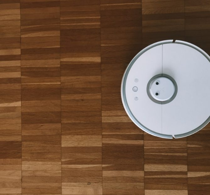 Why Robotics & Domestic Household Robots Need Wireless Charging in 2020
