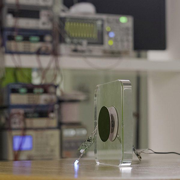 Qi-Certified Wireless Charging Technology