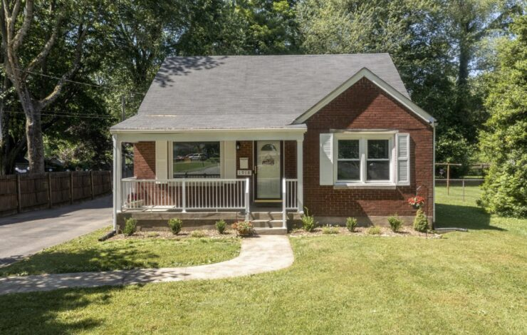 New Listing! 1918 Lewiston Drive, Shively