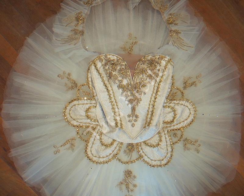 Ivory & Gold 17 Paquita