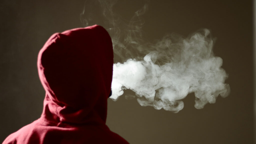 How Do You Know if Your Teenager is Vaping?
