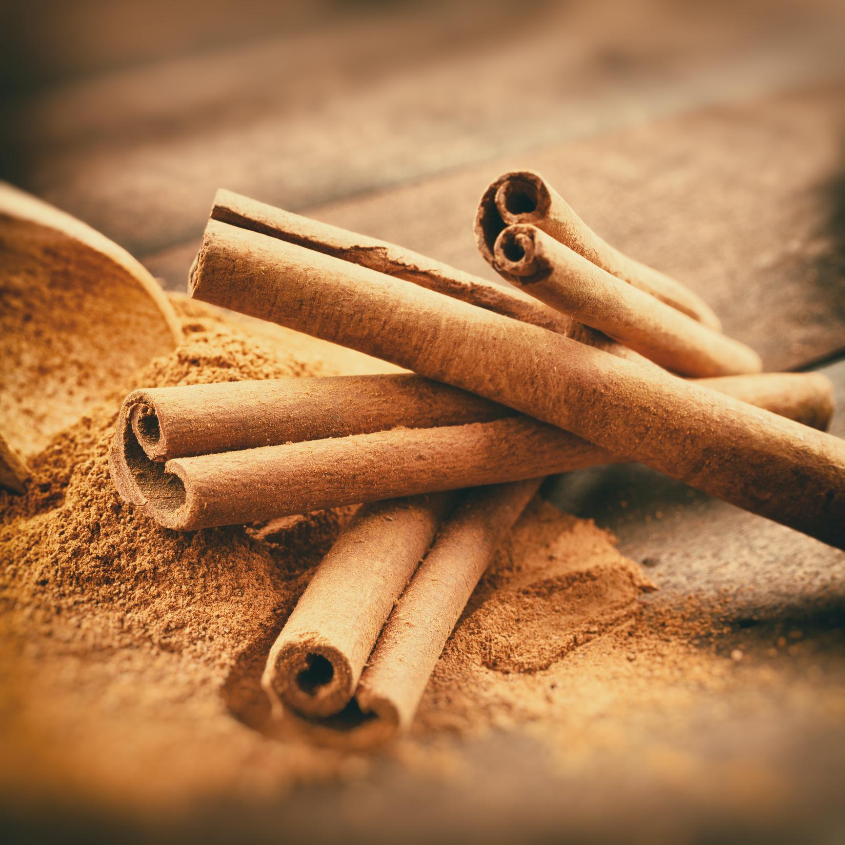 Cinnamon sticks and powder