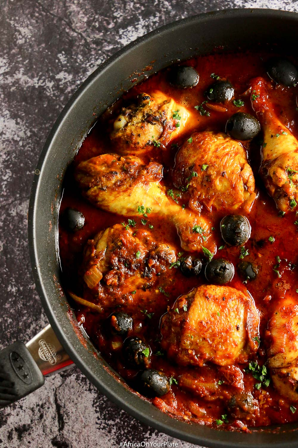This Moroccan chicken stew is intensely flavoursome and easy to prepare. It is nutty and aromatic, thanks to dukkah, a basic component of many North African meat, fish or vegetable dishes.