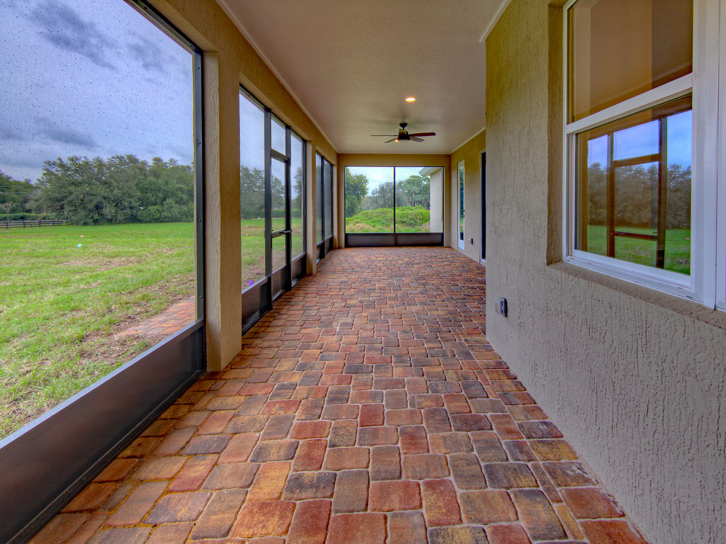 """<span  class=""""uc_style_uc_tiles_grid_image_elementor_uc_items_attribute_title"""" style=""""color:#ffffff;"""">back porch</span>"""