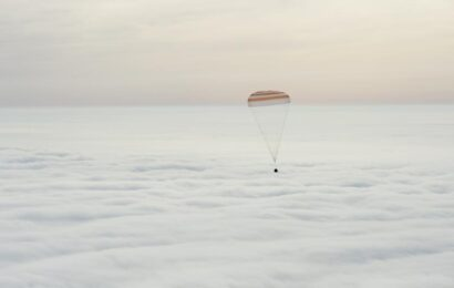See Scott Kelly Descend to Earth After a Year in Space