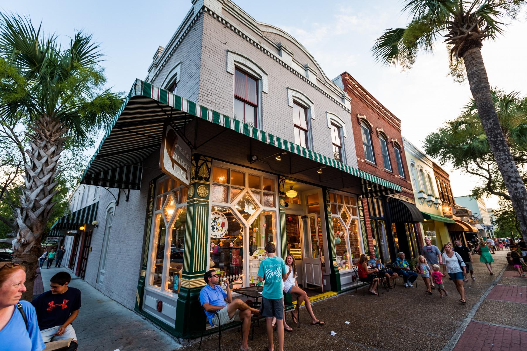 Historic Downtown Fernandina Beach people walking around shops and restaurants